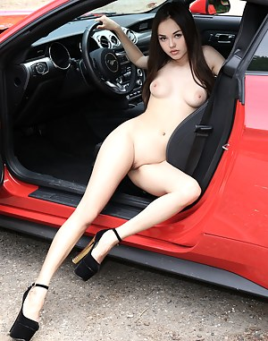 Cars and nude gils